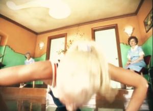 Gwen Stefani Push-Ups