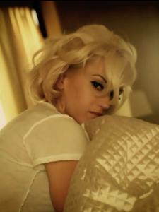 Gwen Stefani 4am